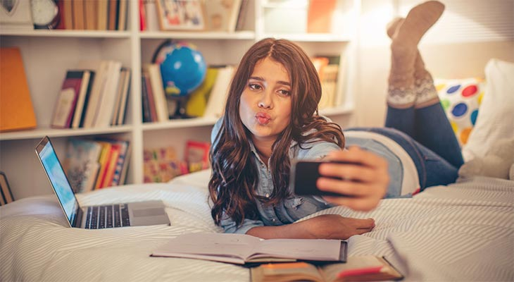 social media and teens The pressure to be available 24/7 on social media may lead to poorer sleep quality as well as an increased risk of depression and anxiety in teens, according to a new study in the study .