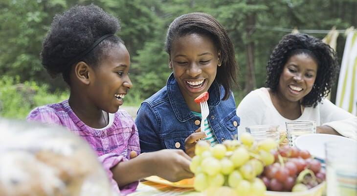 Teens eating healthy